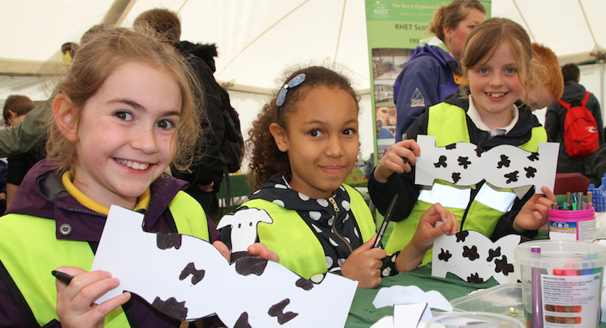 Pupils from Yetholm Primary drawing cows at the Border Union Schools' Day. Photographer - Matt Cartney. Crown Copyright.