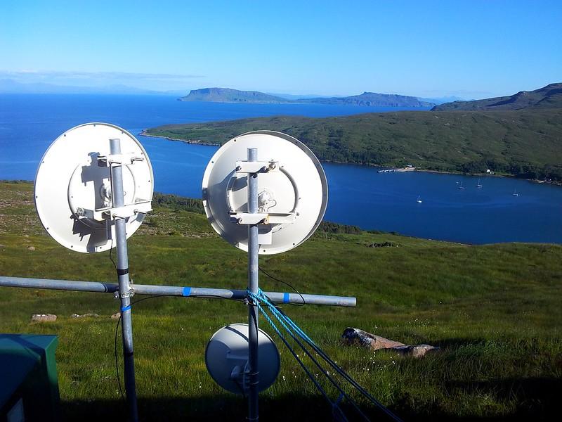 Broadband mast above sea