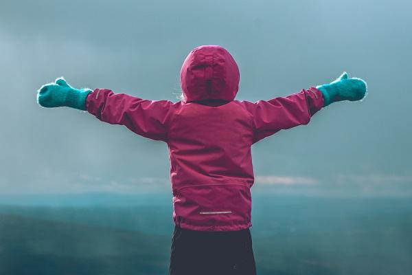 Child in winter clothes Photo by Erik Odiin (Unsplash)