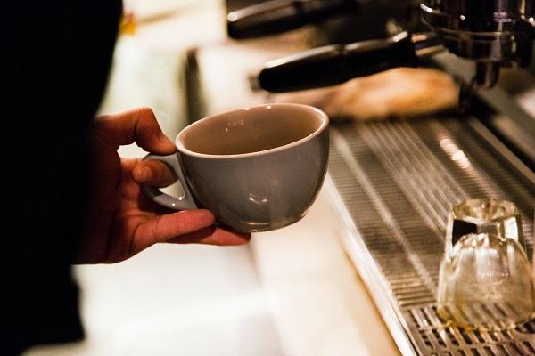 Coffee shop by Drew Beamer on Unsplash