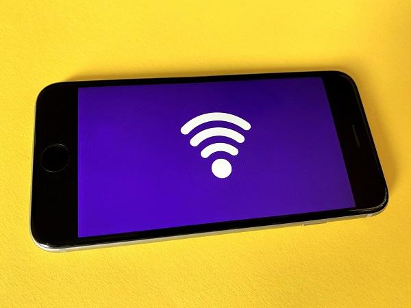 Wifi on Tablet - Photo by Franck on Unsplash