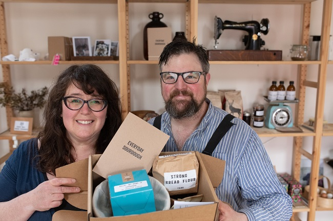 Kat & Kevin from gartur Stitch Farm with their sourdough starter kit