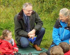 Cabinet Secretary Richard Lochhead talking to children