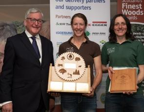 Fergus Ewing presenting the Young People Farm Woodland Award to Sandra Baer (centre) and Lynn Casells, Lynbreck Croft. Credit: Julie Broadfoot