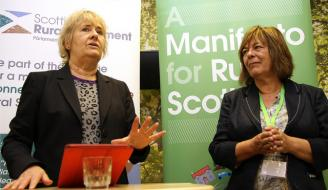 Roseanna Cunningham meets Scottish Rural Action at the Royal Highland Show 2017. Amanda Burgauer, Chair of SRA, on the right. Photographer - Matt Cartney. Crown Copyright.