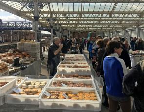 Picture of Farmers market (lots of pies)