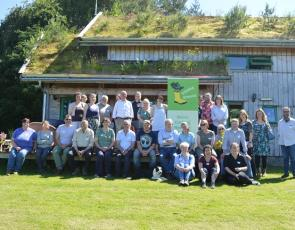 group photo of Gaining ground event participants in front of Glachbeg Croft building
