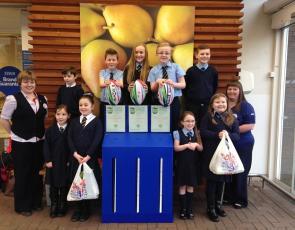 St Group photo of schoolchildren