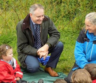 Cabinet Secretary Richard Lochhead talking to children